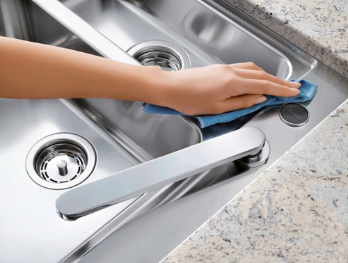 Cách vệ sinh thiết bị bằng inox trong khu bếp công nghiệp