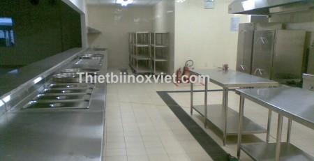 Khu ra đồ thực ăn bếp nhà máy, khua sửa soạn và ra đồ ăn