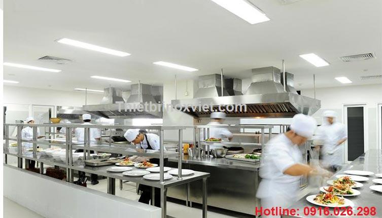 Bếp ăn nhà hàng - khu sửa soạn chia đồ