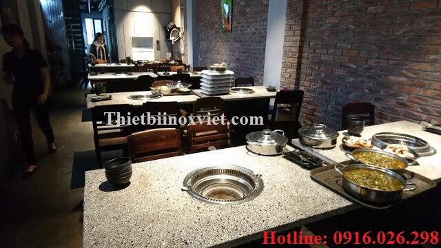 Bếp nướng than hoa hút âm, Bàn bếp nướng không khói mặt đá chân bằng khung sắt