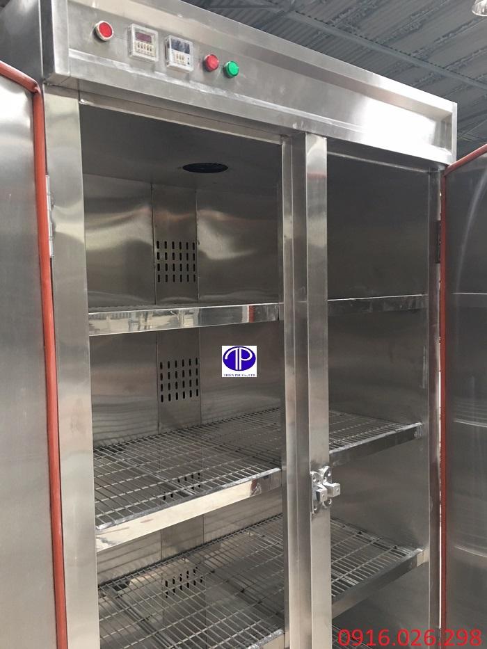 Bên trong tủ sấy khay bếp ăn công nghiệp